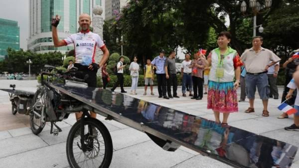 Le vélo solaire pour rejoindre Canton...